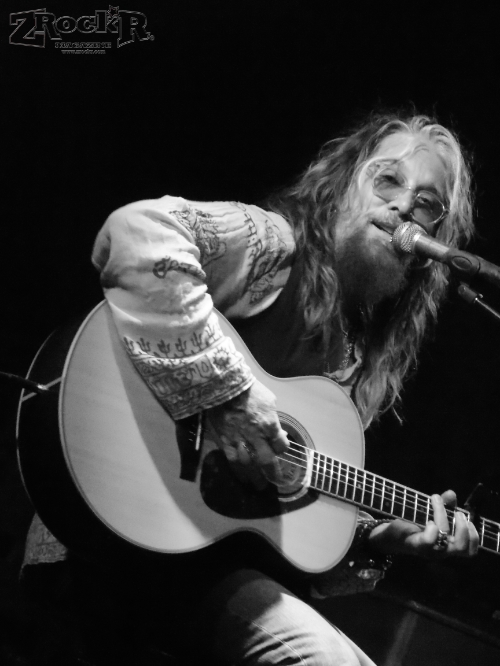 John Corabi's acoustic set at Vamp'd.