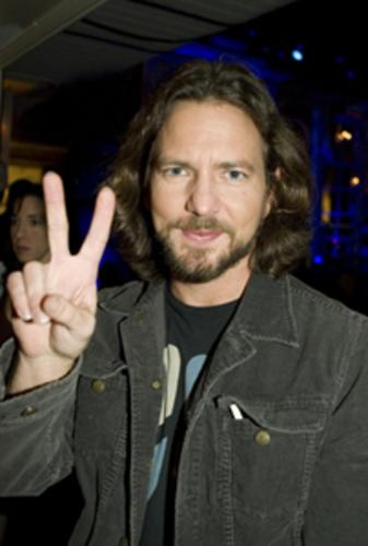 Pearl Jam's Eddie Vedder- Anti- war, Pro-Peace