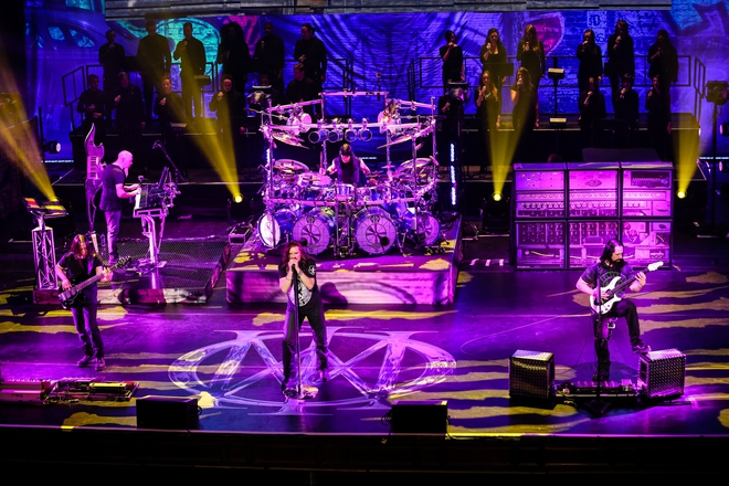 dream theater breaking the fourth wall not just another concert dvd zrockr magazine. Black Bedroom Furniture Sets. Home Design Ideas