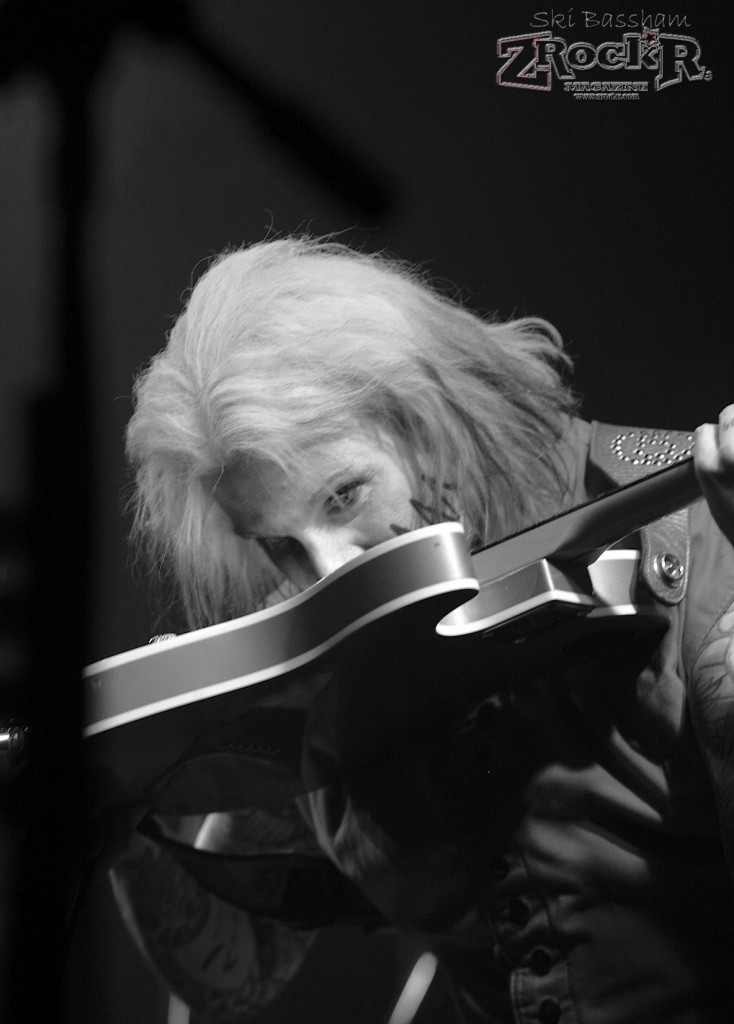 "John 5 picking with his teeth during ""Beat It""."