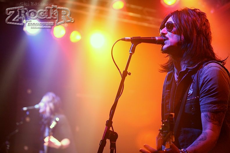 Gilby Clarke on stage at Vamp'd