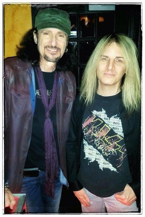 Bruce Kulick (left) with the author of the review.